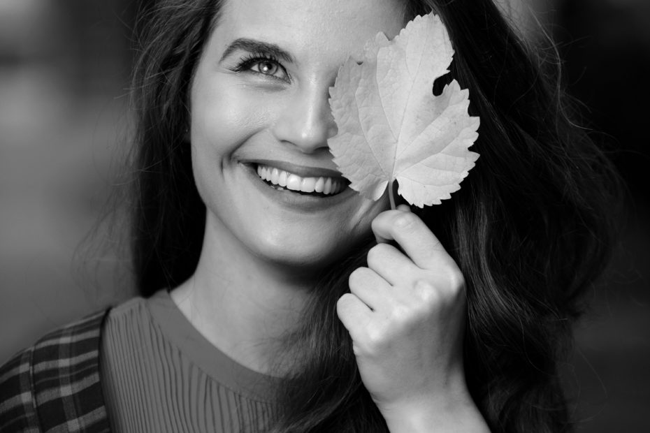 Portrait girl with a leaf