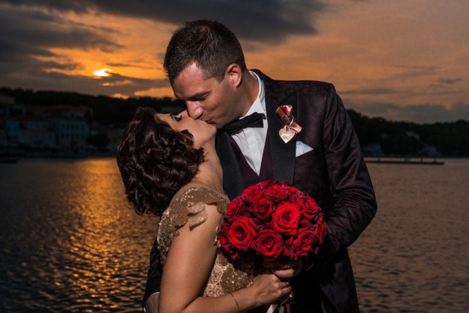 Wedding couple kissing Mali Lošinj Pavela Digital